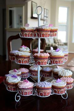 cupcakes! Cupcakes, Desserts, Food, Tailgate Desserts, Cupcake Cakes, Deserts, Essen, Postres, Meals