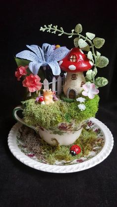 Teacup Fairy Garden with Mushroom House. Ladybugs and Flowers. - Teacup Fairy Garden with Mushroom House. Mini Fairy Garden, Fairy Garden Houses, Fairies Garden, Teacup Crafts, Mushroom House, Small Garden Design, Miniature Fairy Gardens, Deco Table, Beautiful Gardens