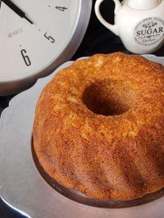 Bizcocho de vainilla y nata Sweet Desserts, Sweet Recipes, Cake Recipes, Dessert Recipes, Venezuelan Food, Yummy Treats, Yummy Food, Bunt Cakes, Pound Cake