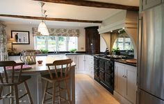 http://www.humphreymunson.co.uk/wp-content/uploads/2013/03/Hampshire-kitchen2.jpg
