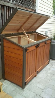 Recycling Bin Storage, Diy Storage Shed, Recycling Containers, Wood Storage Box, Storage Bins, Backyard Storage, Firewood Storage, Storage Ideas, Garbage Can Shed