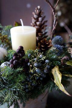 明日あさって開催されるクラフターズ・マーケットに合わせてキャンドルアレンジやスワッグなどを納品しました。ジュニパーベリーやシャリンバイの実ものを使ったキャ... Plaid Christmas, Green Christmas, Winter Christmas, Merry Christmas, Candle Arrangements, Flower Arrangements, Xmas Wreaths, Christmas Decorations, Flower Boxes