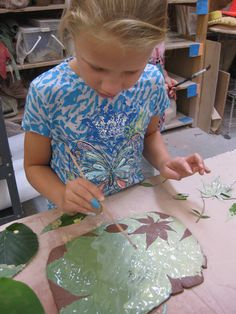 Leaf art on clay. Press leaf into terra cotta, underglaze, then remove leaf. From gary jackson's fire when ready blog.