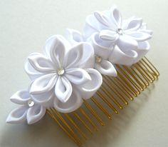 White Bridal Kanzashi Fabric Flower hair comb . Bridal by JuLVa