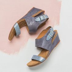 Gorgeous sandal, and available in wide widths! Sofft Vanita |1000s of comfortable women's shoes reviewed at www.BarkingDogShoes.com