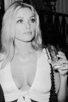 Sharon Tate, A Life To Celebrate //Cannes 1968 Sharon Tate, Vintage Glamour, Vintage Beauty, Divas, Hippie Man, Charles Manson, Looks Style, Timeless Beauty, Most Beautiful Women