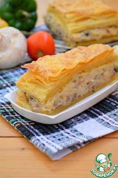 Слоеный закусочный пирог с грибами, картофелем и капустой