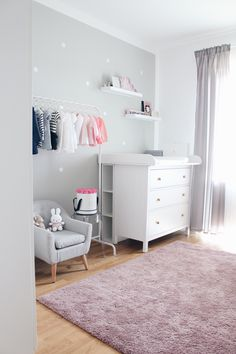 Girl Nursery now on saansh.comNurseryinspo - Babyroom - Nurseryroom - Girlnursery - Babyzimmer - Puckdaddy Wickelaufsatz - Girlsroom - Miffy