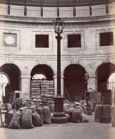 Charles Marville : la Halle au blé , Paris 1868