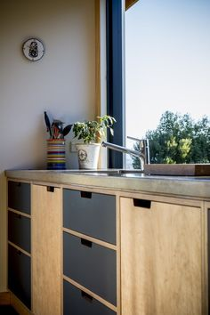Rd A simple functional design combining concrete, Oak and Lino. A contemporary take on a farmhouse style kitchen.A simple functional design combining concrete, Oak and Lino. A contemporary take on a farmhouse style kitchen. Distressed Kitchen Cabinets, Kitchen Cabinets Pictures, Black Kitchen Cabinets, Painting Kitchen Cabinets, Diy Cabinets, Black Kitchens, Home Kitchens, Kitchen Black, Kitchen Ideas