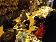 Choosing wirework ornaments in Guangzhou China