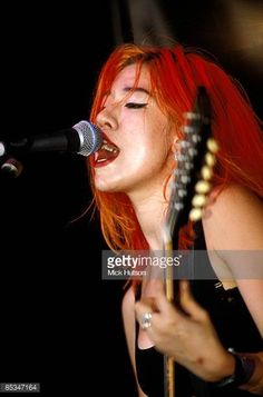 Miki Berenyi (Lush) Girls that rock! Pop Bands, Music Bands, Lush Band, Female Guitarist, Britpop, Metal Girl, Music Industry, Rolling Stones, Music Artists