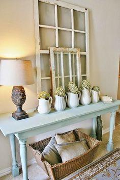 Pintachu: Entrada con mesa pintada de azul