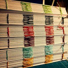 Appa Encuadernacion - a stack of text blocks ready for bookbinding
