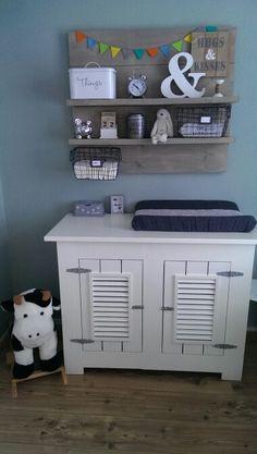 Babykamer met zelfgemaakt steigerhout bord!