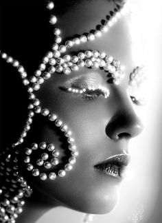Pearls glam make up Pearl And Lace, Tahitian Pearls, Fantasy Makeup, Fantasy Art, Creative Makeup, Model Photographers, Face Art, Belle Photo, Pearl Jewelry