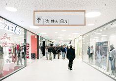 Für das Einkaufszentrum Twenty in Bozen/Italien überarbeiteten wir im Zuge eines Zubaus das Orientierungssystem. Im Mittelpunkt stand die Verschmelzung und die Werte — Details