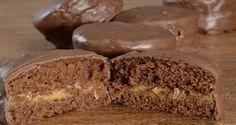 A receita de Pão de mel que trazemos hoje foi apresentada pela nossa querida Marilda Vasconcellos no Programa Mais Você. A receita é deliciosa, prática e vende muito bem. É a sua chance de começar a vender pães de mel com muito sucesso. Experimente! Veja Também: Pão de Mel Supereconômico Veja Também: Pão de Mel Friend Recipe, Cupcakes, Chef Recipes, Four, Mini Cakes, Cookies, Cakes And More, Muffins, Banana Bread