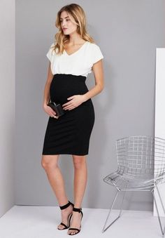 Fashionable maternity fashions outfits ideas 56