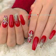 Nail art Christmas - the festive spirit on the nails. Over 70 creative ideas and tutorials - My Nails Red Christmas Nails, Xmas Nails, Holiday Nails, Red Acrylic Nails, Red Nails, Hair And Nails, Dope Nails, Bling Nails, Nail Art Noel
