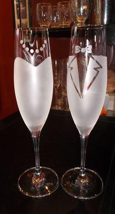Copas de Champagne personalizadas, novia y novio, al reverso pueden ir las iniciales y en la base la fecha