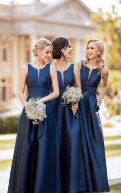Sorella Vita Bridesmaid Dresses Are The New Classic Sorella Vita Brautjungfernkleider ist ein neuer Klassiker – Pretty Happy Love –. Sorella Vita Bridesmaid Dresses, Simple Bridesmaid Dresses, Wedding Bridesmaids, Navy Blue Bridesmaids, Bridesmaid Gowns, Structured Wedding Dresses, Bridesmaid Gifts For Bride, Bridesmaid Hacks, Midnight Blue Bridesmaid Dresses