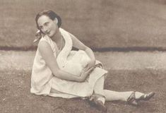 Russian ballerina Anna Pavlova with her white swan. 1907..