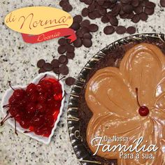 Bolo Choco L'amour: Bolo de chocolate fofinho, com recheio de creme de chocolate ao leite. Cobertura de brigadeiro, granulados e delicada flor de creme achocolatado de doce leite. #love #DiNorma #cake #curta #siga e #compartilhe