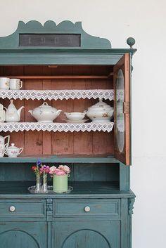 Vintage cabinet in midnight blue from De Vintageloods