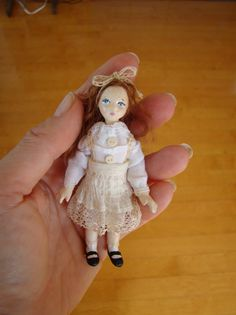 bambolina, miniature doll    Dollhouse doll. A bit less than 4 inches
