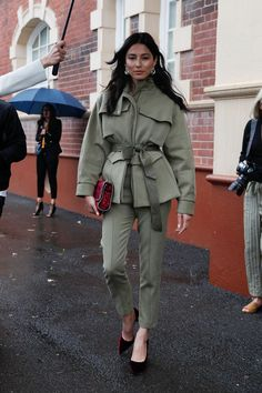 The interesting styling details we saw on Day 1 of Fashion Week . - The interesting styling details we saw on Day 1 of Fashion Week - Fashion Casual, Fashion Mode, Look Fashion, Winter Fashion, Fashion Outfits, Fashion Trends, Street Fashion, Retro Fashion, Lifestyle Fashion