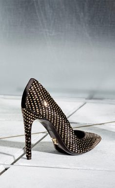 April showers bring Spring glamour. Louis Vuitton's Midnight Sun Pump