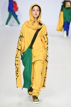 Supercomma B Seoul Fall 2017 Fashion Show Fashion Week 2018, Fashion 2017, Couture Fashion, Runway Fashion, Fashion Art, Fashion Show, Fashion Outfits, Fashion Design, Seoul Fashion