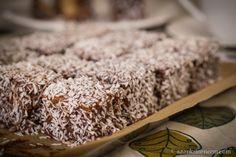Mézes-kókuszos kocka - legyen minél jobb a kókuszreszelék Krispie Treats, Rice Krispies, Bread, Cookies, Chocolate, Recipes, Food, Hungarian Recipes, Crack Crackers
