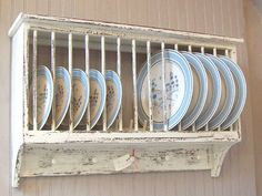 37 Amazing DIY Farmhouse Plate Rack You Can Do Slim, fashionable and refined plate racks that link two wall-mounted cabinets over the kitchen counter are a fantastic means to bring symmetry to the kitchen.DIY Farmhouse decor isn't only one styl Cabinet Plate Rack, Plate Racks In Kitchen, Diy Plate Rack, Plate Holder, Kitchen Canisters, Kitchen Cabinets, Primitive Kitchen, Country Kitchen, Kitchen Small