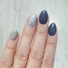 #gelnails #shadesofgrey #grey #silver