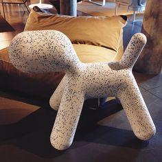 Perrito puppy de #Magis diseñado por Eero Aarnio  #showroom #pepecabrerashop #denia #design #interiordesign #architecture #pepecabrera #inspiration #arquitectura #decor #livingroom #designer #homedecor #style #home #decoracion #vsco #colors #interiorismo #vscocam #table #arq