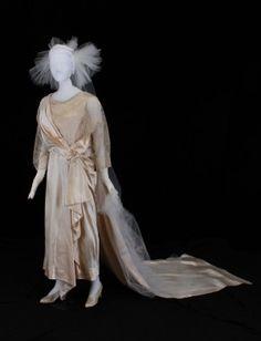 1922 Wedding Dress. 20s Fashion, Fashion History, Vintage Fashion, Old Fashioned Wedding Dresses, 1920s Wedding, Dream Wedding, Bridal Gowns, Wedding Gowns, 20th Century Women