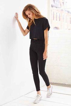 monochrome minimalist chic. women's fall fashion inspiration. beauty. style. normcore.