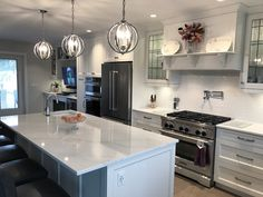 The perfect kitchen for entertaining guests with this spacious and gorgeous quartz countertop! Custom Countertops, How To Install Countertops, Quartz Countertops, Kitchen Installation, Exterior Design, Kitchen Design, Living Room, Houzz, Entertaining