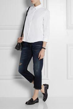 0a50353f8f3 El «Charol» es un material capaz de aportar elegancia a un look casual y  descomplicado.