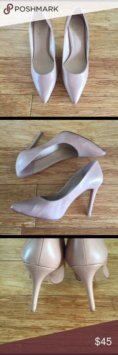 Vince Camuto Kain Pump Beautiful nude pumps by Vince Camuto! Gorgeous pinky nude color made with soft leather. Super comfortable and worn only once! In amazing condition! Vince Camuto Shoes Heels
