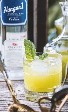 Honeydew & Mint cocktail by /honestlyyum/ Vodka Cocktails, Cocktail Drinks, Cocktail Recipes, Summer Drinks, Fun Drinks, Beverages, Mixed Drinks, Mint Recipes, Summer Recipes