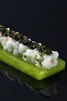Green apple jelly, scallop tartare and caviar - Trend Appetizer Fine Dining 2019 Food Design, Gourmet Recipes, Cooking Recipes, Modernist Cuisine, Molecular Gastronomy, Culinary Arts, Creative Food, Food Presentation, Food Plating