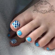 Looking for new and creative toe nail designs? Let your pedi always look perfect. We have a collection of wonderful designs for your toe nails that will be appropriate for any occasion. Be ready to explore the beauty and endless creativity of nail art! Blue Toe Nails, Pretty Toe Nails, Summer Toe Nails, Feet Nails, Toenail Art Designs, Pedicure Designs, Pedicure Nail Art, Toe Nail Art, Pedicure Ideas