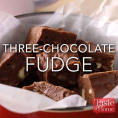 Three-Chocolate Fudge - Pretzel Dessert İdeas and Tips Candy Recipes, Baking Recipes, Sweet Recipes, Dessert Recipes, Delicious Desserts, Yummy Food, Christmas Baking, Christmas Fudge, Christmas Holidays