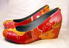 altered art, how to, painted shoes Shoe Refashion, Old Shoes, Decorated Shoes, Painted Shoes, Alters, Womens Flats, Altered Art, 3 D, Shoe Boots