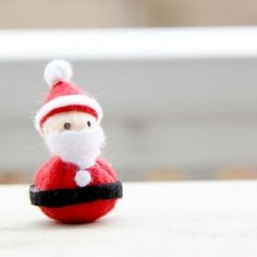 Sew up this cute little Santa from your felt scraps for a super EASY Christmas decoration (in English and Indonesian)