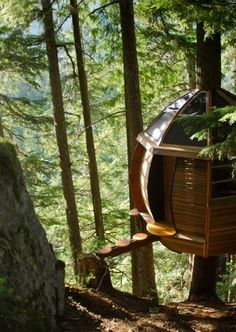 Secret treehouse in the forests of Canada, built by two crazy love birds. via http://thehemloft.com/