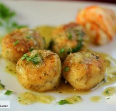 Albondigas de merluza en salsa verde - Atıştırmalıklar - Las recetas más prácticas y fáciles Fish Recipes, Seafood Recipes, Mexican Food Recipes, Cooking Recipes, Healthy Recipes, Authentic Mexican Recipes, Small Meals, International Recipes, Tasty Dishes